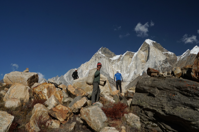 Prakash the elder (foreground), Purun (left) and Sarah at Kirti Camp with the Bhagrathi Parvat in the background.