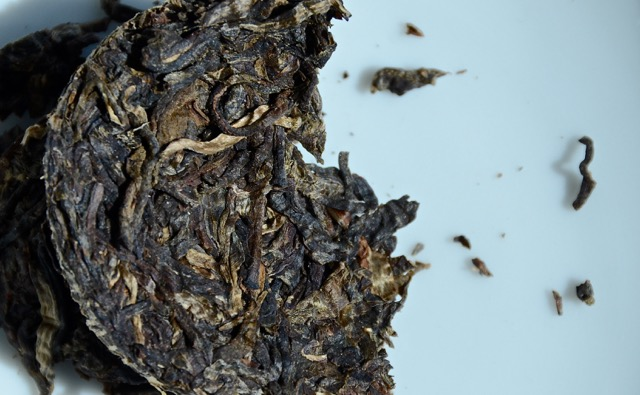An end wedge broken off reveals the inner leaves, which often gives a better idea of a tea's legitimacy