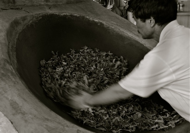 The magnificent Gao in action at one of his tea frying stations
