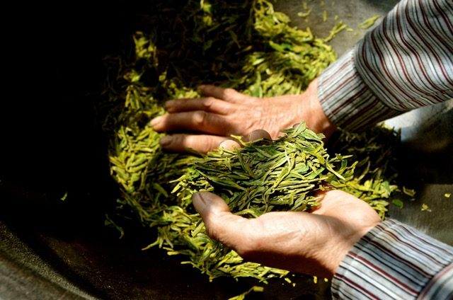 Long Jing post second roast - and a smell that cannot be taken except by deep inhalations