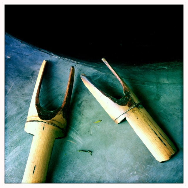 Gao's precious bamboo tongs which are so very necessary when he is at work frying.